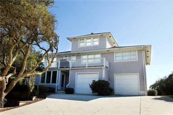 Come and enjoy this large family vacation home located in a beautiful private area of Pine Knoll Shores.